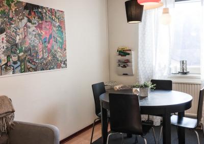 Gemensamt mötesrum / lunchrum / spelrum med projektor och whiteboard